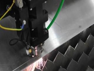 На фото лазерная резка листового металла